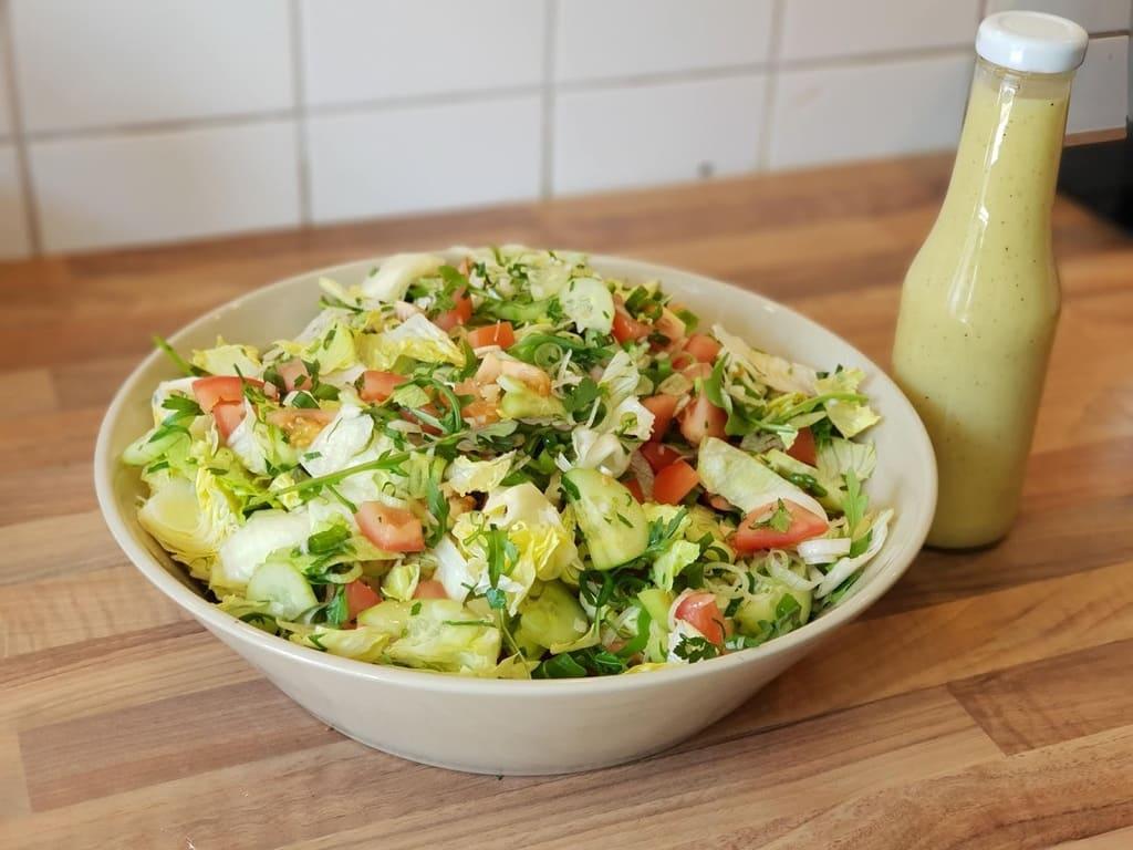 Vinaigrette auf Vorrat für Salat mit dem Messbecher Plus