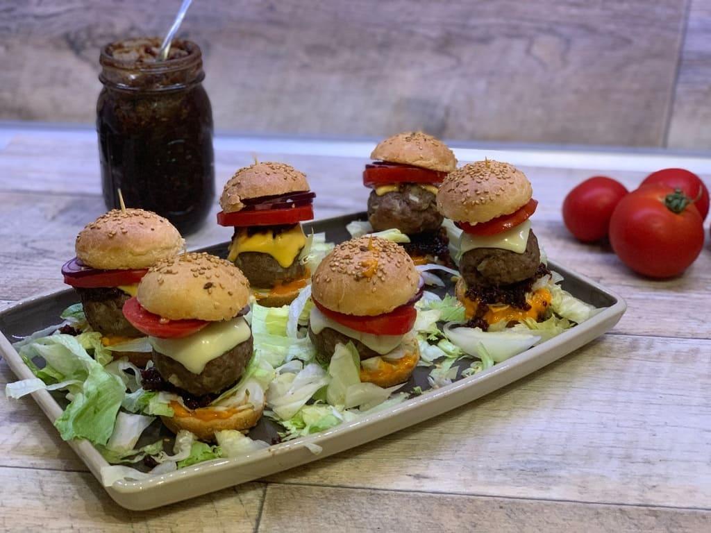 Mini - Burger - Türmchen aus dem 12er Snack