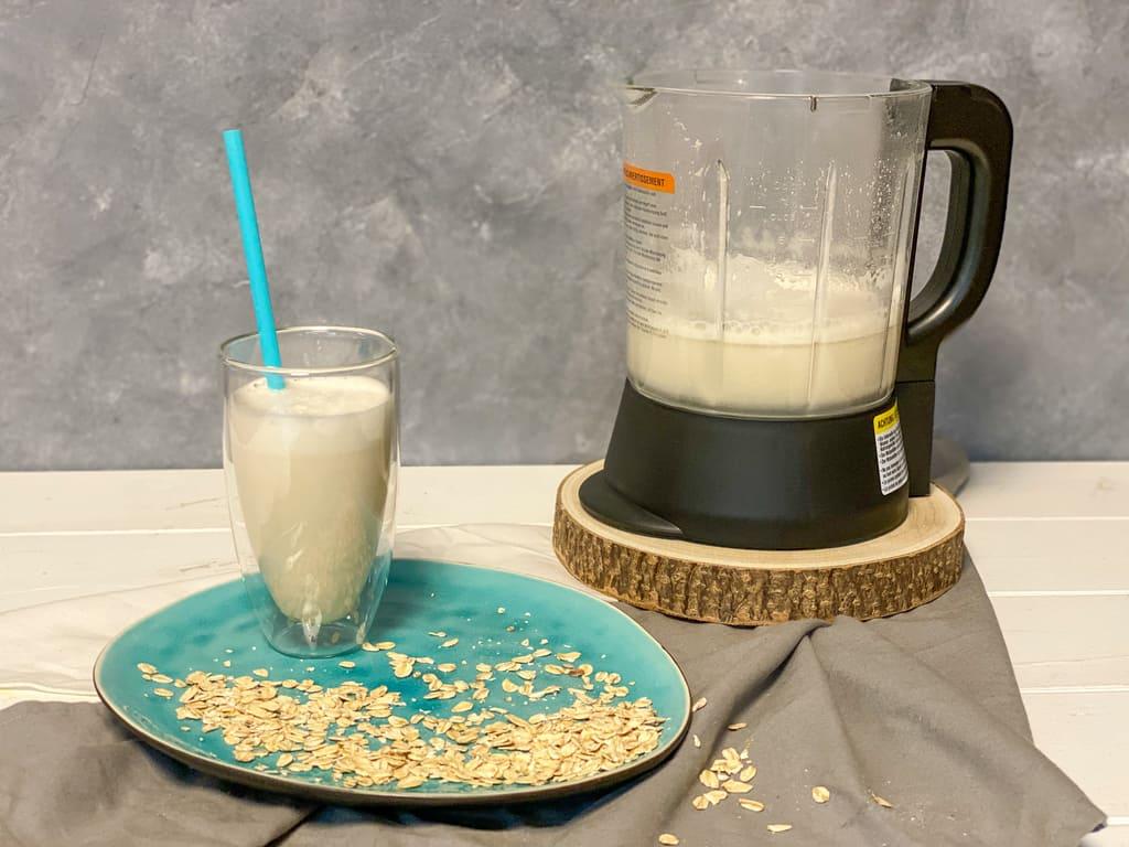 Hafermilch aus dem Deluxe Blender
